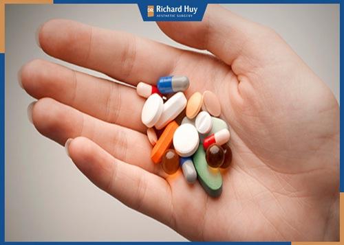 Thực hiện theo hướng dẫn của bác sĩ về chế độ chăm sóc, uống thuốc