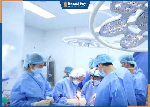 Quy trình cắt mí mắt cùng Richard Huy