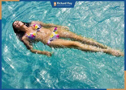 Bơi lội vừa giúp tăng chiều cao lại cải thiện vòng 1 hiệu quả