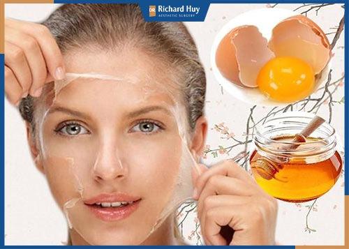 Cách làm căng da mặt bằng trứng gà