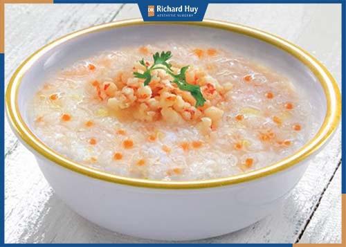 Nên sử dụng những thực phẩm dễ dàng tiêu hóa: Cháo, súp, đồ xay,