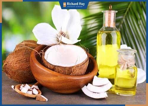 Sử dụng dầu dừa để dưỡng da tay