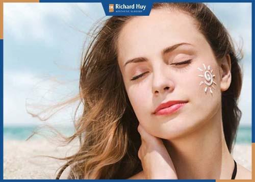 Sử dụng kem chống nắng bảo vệ làn da