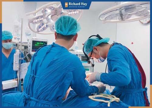 Phẫu thuật hàm hô cần tiến hành tại những trung tâm uy tín và có tay nghề bác sĩ cao