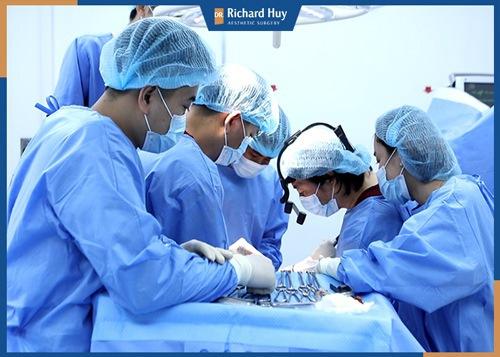 Quy trình phẫu thuật sẽ công khai rõ ràng và chứng nhận của bộ Y Tế để đảm bảo cuộc phẫu thuật không xảy ra nguy hiểm.