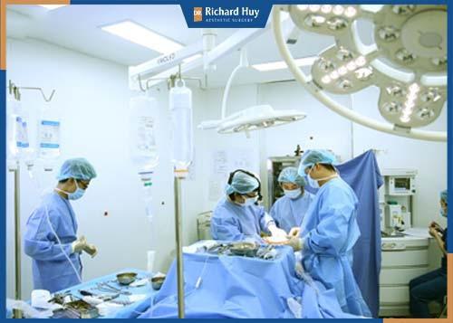 Đảm bảo công nghệ , quy trình khép kín để phẫu thuật an toàn