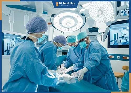 Quy trình hút mỡ bắp chân đạt chuẩn tại Dr.Richard Huy