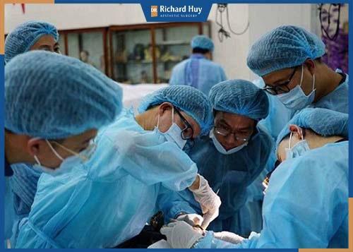 Quy trình phẫu thuật nâng mũi