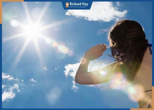 Tia UV là thủ phạm chính phá hủy collagen và các mô liên kết của da.