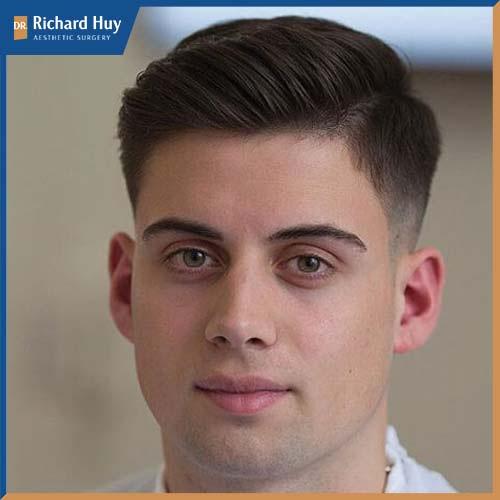Đây là kiểu tóc được cánh đàn ông lựa chọn nhiều, thể hiện sự mạnh mẽ nam tính