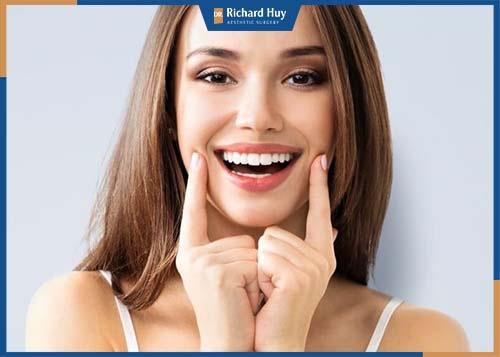 Hạn chế cười lớn, chuyển động cơ miệng sau phẫu thuật hàm móm