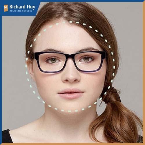 Nên chọn những mắt kính góc cạnh, kính mắt vuông hoặc kính mắt mèo tạo sự cân đối.