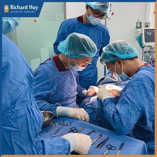 Phương pháp gọt mặt Vline kết hợp 3 kỹ thuật gồm: gọt trán,chỉnh cằm - xương hàm và hạ gò má