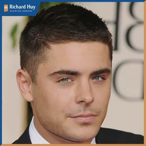 Kiểu tóc mái ngắn, để lộ phần trán trông được rộng và dài hơn