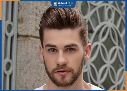 Kiểu tóc giúp mở rộng góc trán cân bằng với gò má cao cho gương mặt được hài hòa