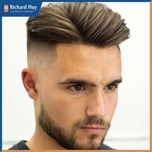 Kiểu tóc undercut tăng vẻ nam tính và lịch lãm đồng thời hạ bớt khuyết điểm trán quá cao