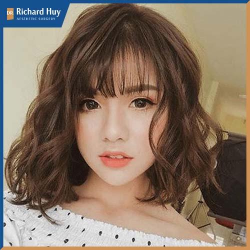 Kiểu tóc xoăn đặc biệt này tạo hiệu ứng bồng bềnh và tăng độ dày cho mái tóc.