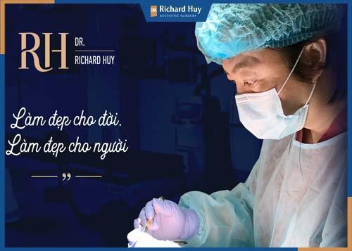 Dr. Richard Huy một trong những gương mặt bác sĩ phẫu thuật thẩm mỹ hàng đầu Việt Nam hiện nay.