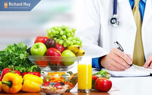Ăn rau xanh và các loại hoa quả giúp vết thương mau lành