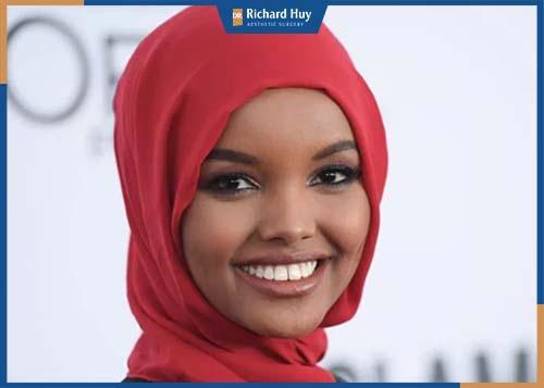 người mẫu Halima Aden người Mỹ gốc Somalia