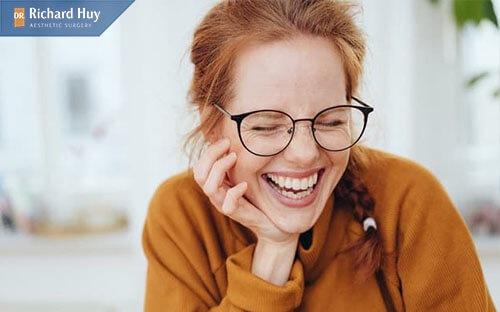 Bạn không nên cười quá to anh hưởng tới kết quả của độn cằm