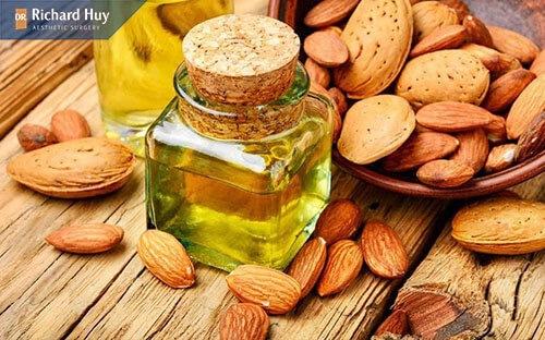Hạnh nhân chứa rất nhiều axit béo có tác dụng kích thích sản sinh collagen, tăng độ đàn hồi cho da