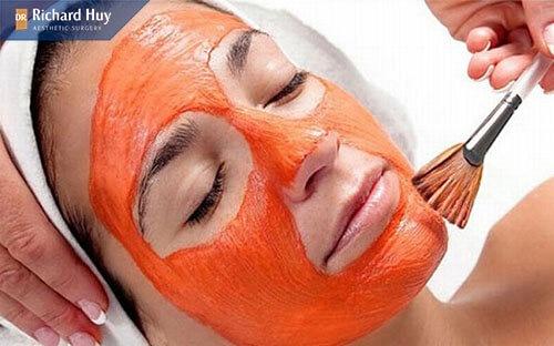 Sử dụng cà chua làm mặt nạ giúp xóa nếp nhăn khóe miệng