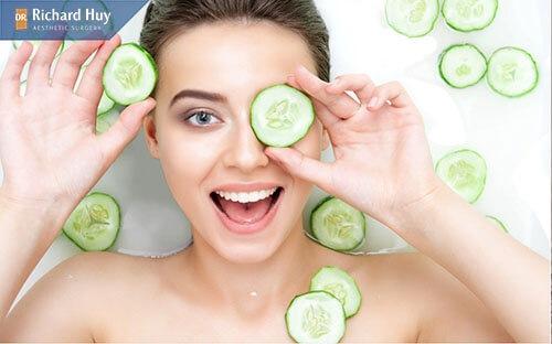 Đắp mặt nạ dưa leo xóa nếp nhăn và cung cấp độ ẩm cực tốt cho da
