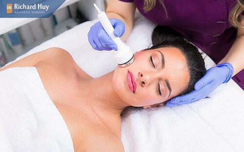 Điện di collagen giúp làm mềm da và tăng sự liên kết giữa các mô tế bào