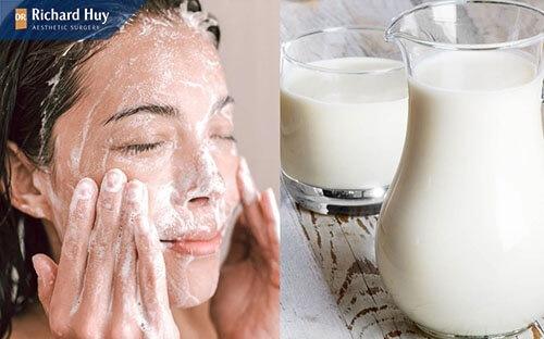 Rửa mặt với sữa tươi không đường để trê hóa da