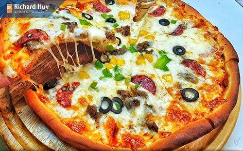 Hạn chế ăn pizza vì có chứa nhiều dầu mỡ