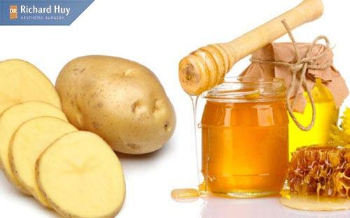 Kết hợp khoai tây với mật ong tạo nên mặt nạ cấp ẩm và trẻ hóa vùng da