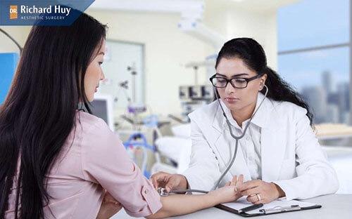 Kiểm tra tổng quát sức khỏe của bệnh nhân