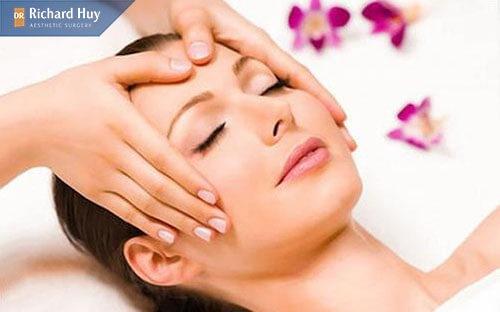 Massage tại nhà để trẻ hóa là da