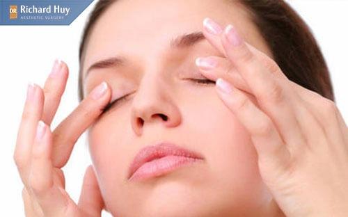 Trị nếp nhăn tại nhà bằng phương pháp massage lưu thống máu hiệu quả