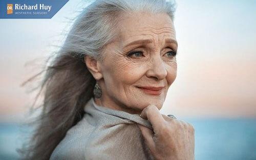 Nâng mũi về già có gây nguy hiểm không