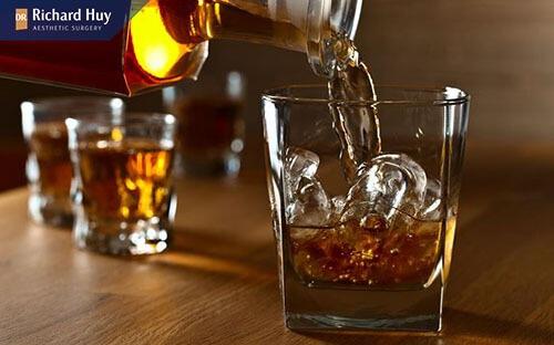 Cần kiêng các chất kích thích đặc biệt là rượu