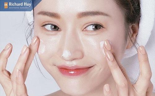 Sử dụng các loại kem để tái tạo da
