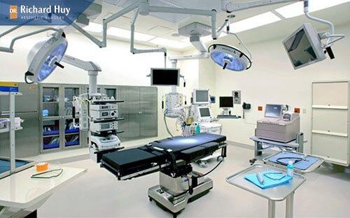 Cơ sở thực hiện có trang thiết bị hiện đại và đầy đủ